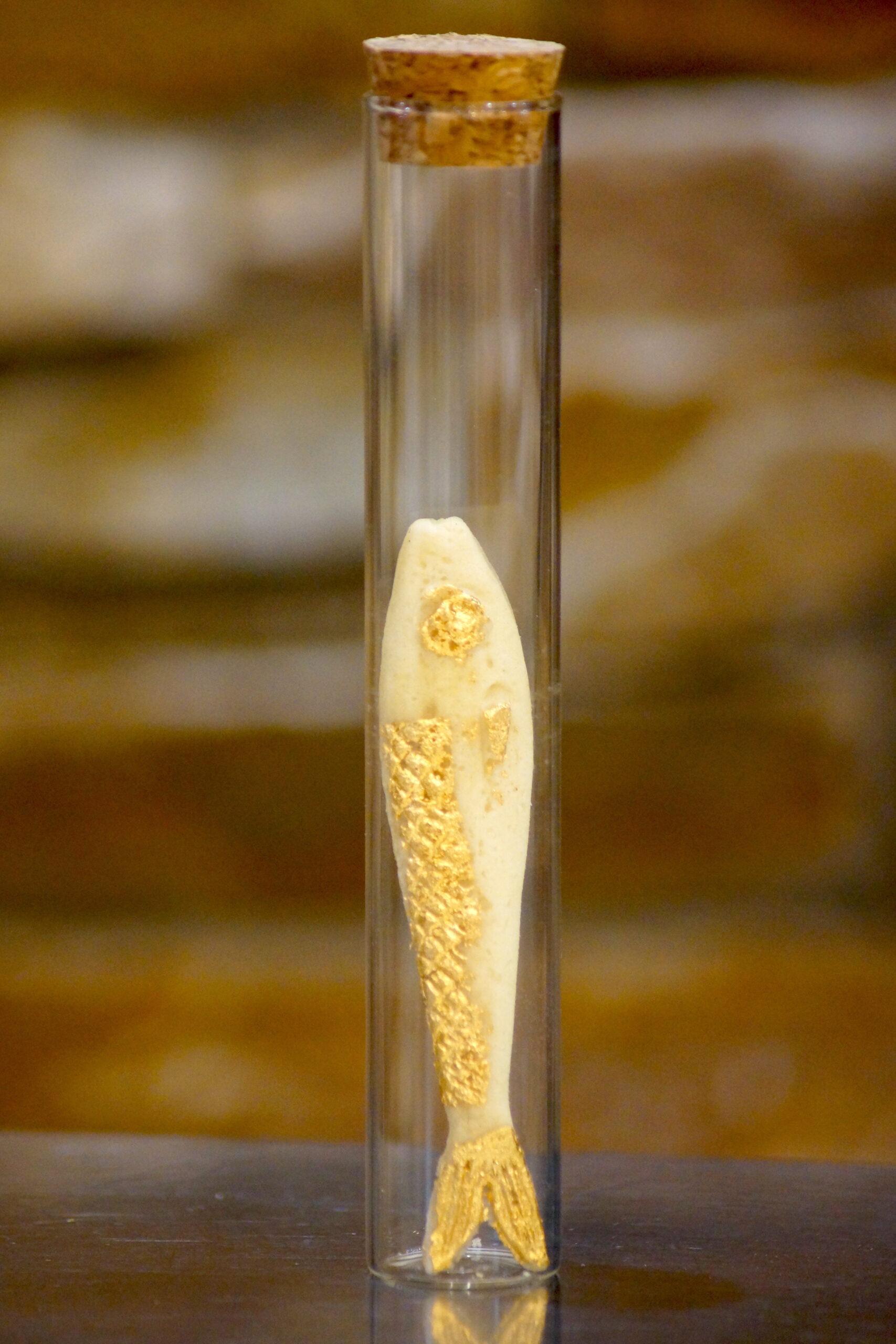 Frétillante à la feuille d'or 24C
